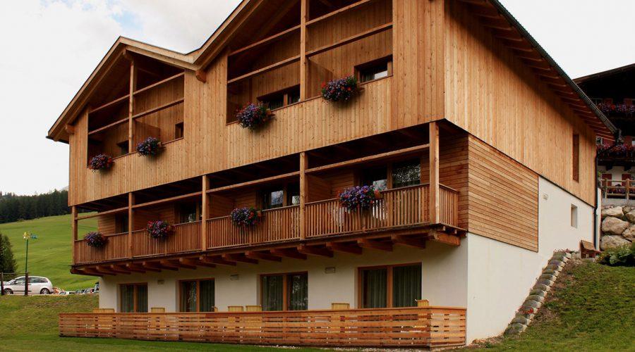 Hotel legno; rimodernizzato; legno lamellare