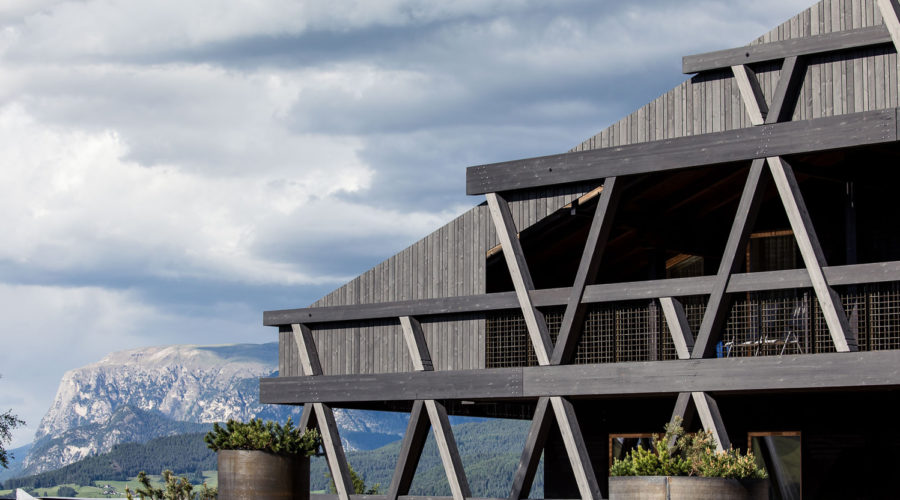 hotel legno; Bergmeisterwolf ;legno lamellare